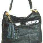 Blu Style Axelväska i läder med präglat mönster Färg svart