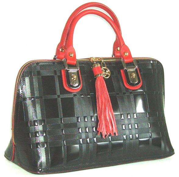 Blu Style Handväska, patentläder med präglat tartan-mönster Färg svart/röd
